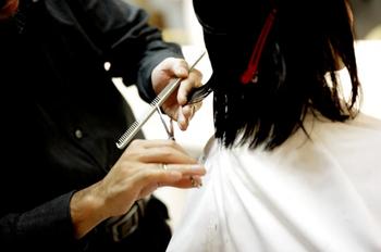 Лунный календарь стрижек на апрель 2020: благоприятные дни для работы с волосами