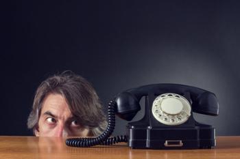 «Заколебали»: телефонные спамеры звонят и молчат в трубку, что делать и как быть