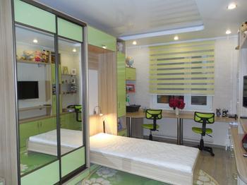 Детская: комната для детей 6 и 17 лет со шкаф-кроватью