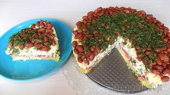Слоеный салат с сыром, колбасой и консервированной фасолью