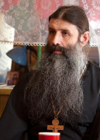 Надолго отлучать от причастия священник не может
