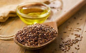 Льняное масло в косметологии: польза и вред для волос, ресниц, бровей