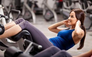 10 упражнений, которые помогут справиться с «проблемными зонами» тела