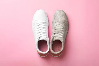 Как вывести пятна от дезодоранта и грамотно постирать кроссовки