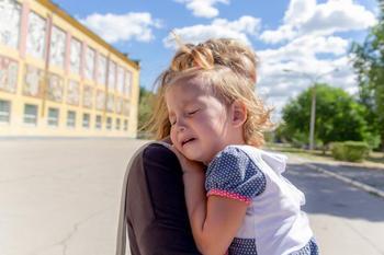 «..., а не то цыгане заберут»: учим ребенка важным правилам безопасности на улице