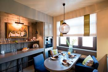 Сила контрастов: переделка кухни в современной квартире