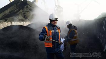 На Украину прибыло очередное судно с углём из Колумбии