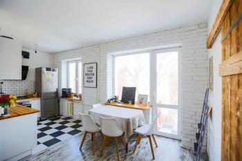Белоснежная квартира со смешением стилей