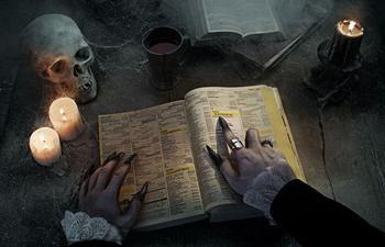 9 средневековых проклятий, которыми пугали книжных воров