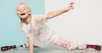 9-летняя модель без ног вышла на подиум на Неделе моды в Нью-Йорке