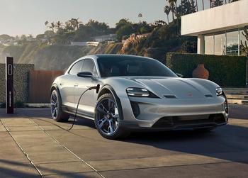 Porsche Mission E Cross Turismo Concept 2018 – прототип электрического кроссовера Порше