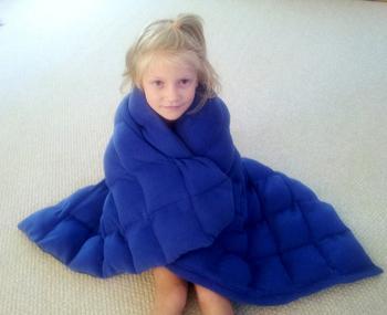 И взрослым, и детям: как сделать тяжёлое одеяло, которое поможет уснуть сном младенца даже при бессоннице