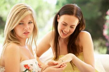 5 признаков того, что подруга вам завидует