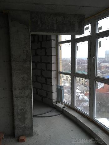 Шедевры застройщиков - монолитная балка упирается в окно
