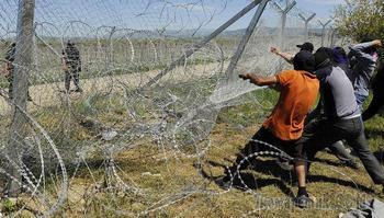 СМИ рассказали о 20 тысячах вооруженных мигрантов у границ ЕС в Боснии