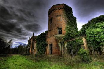 Опустевшие замки со всего мира с неповторимой атмосферой