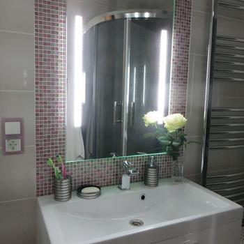 Благородный розовый в ванной комнате