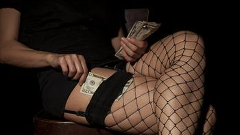 """""""Это лайт-вариант проституции"""". Чем зарабатывают содержанки в XXI веке"""
