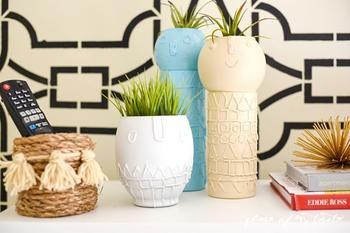 Декорируем стеклянную вазу горячим клеем