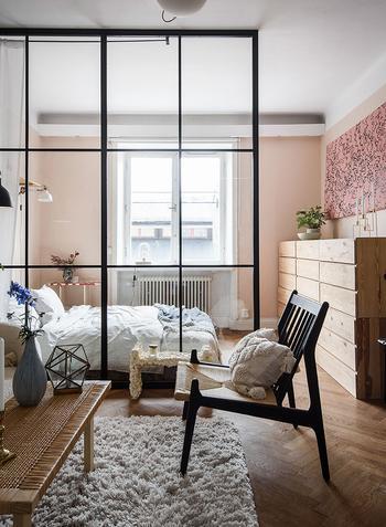 Небольшая, но красивая квартира со спальней за перегородкой