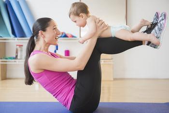 Спорт после родов — когда возобновить тренировки и как вернуть былую форму?