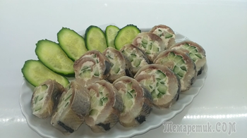 Оригинальная закуска-рулет из сельди и плавленого сыра
