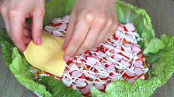 Удивите гостей! Торт-салат к новогоднему столу с крабовыми палочками