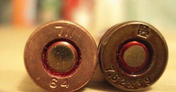 Чем боевой патрон отличается от охотничьего: специфические тонкости