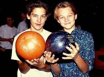 Друзья детства: редкие совместные фото знаменитостей