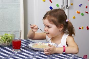 Диетологи назвали 4 продукта для развития интеллекта у детей
