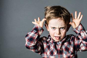 Что делать, если ребенок не подчиняется правилам