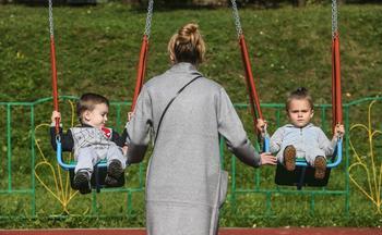 Медведев предложил увеличить детские пособия