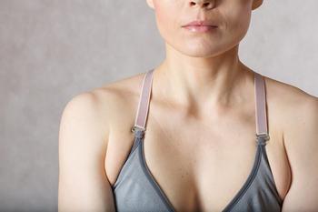 Как избавиться от жира в области подмышек: Упражнения, которые помогут