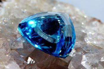 Топаз (камень): свойства и знаки Зодиака. Кому он подходит?