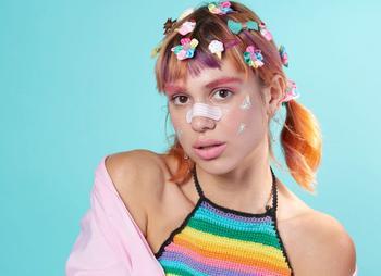 Зачем девушки надевают пластырь на нос, что такое макияж Teen и почему это считается модным?