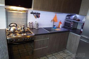 Кухня: стол-трансформер в оранжево-сером антураже