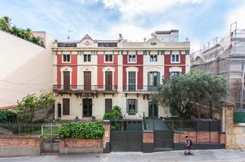Старинный испанский дом и современные интерьеры — отличный дуэт