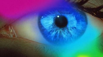 Женщина, которая видит невидимые цвета
