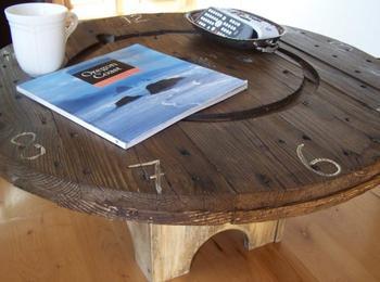 Стильный столик из катушки для электрокабеля