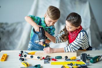 4 действенных способа научить ребенка делиться игрушками
