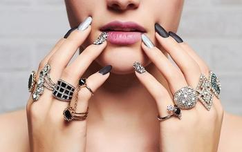 Как выбрать модное кольцо на палец?