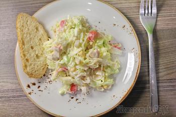 Салат из капусты, крабовых палочек и кукурузы. Вкусный, быстрый, полезный и экономный салат.
