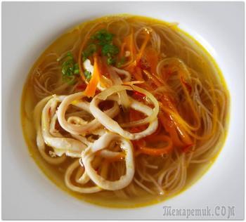 Легкий суп из кальмара