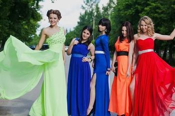 Модные платья на выпускной 2020: 9 класс