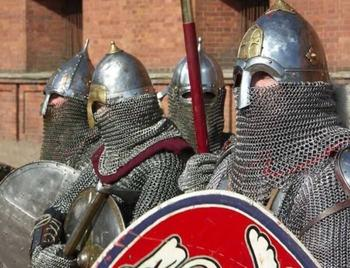 Интересный факт: для чего в старину воины клали свои кольчуги в бочку с песком