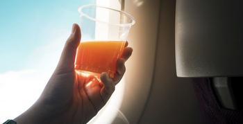 Почему пассажиры в самолётах чаще всего выбирают томатный сок