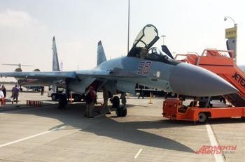 Наши в Дубае. Су-35 против F-16 на авиасалоне