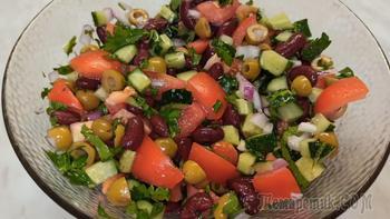 Яркий и сочный салат с красной фасолью