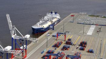 Пойманный на закупке газа у России американский танкер испугался возвращаться в США