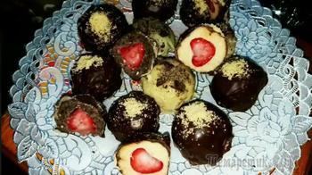 Домашние конфетки с клубникой без выпечки